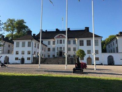 Karlbergs slott framsidan