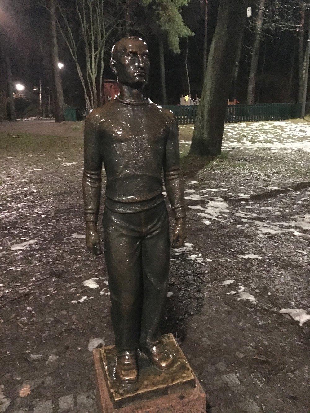 Mannen med Islandströjan, Ivar Johnson, Västertorp