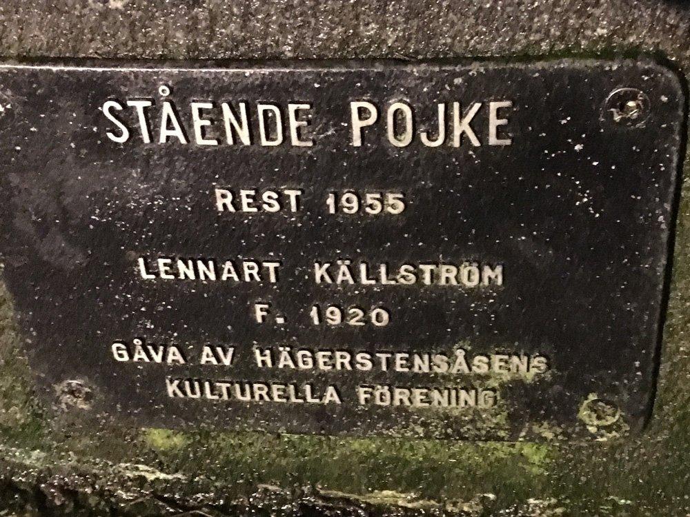 Stående pojke, Lennart Källström, Västertorp skylt
