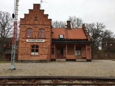 Taxinge Näsby station med ångtåg