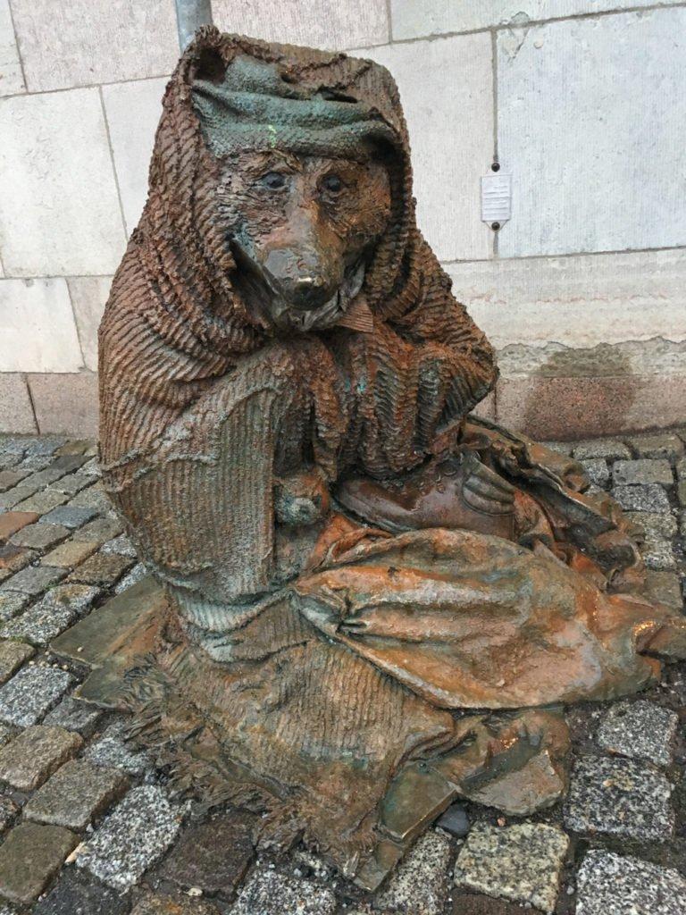 Hemlös räv, Laura Ford, korsningen Drottninggatan/Strömgatan, Stockholm