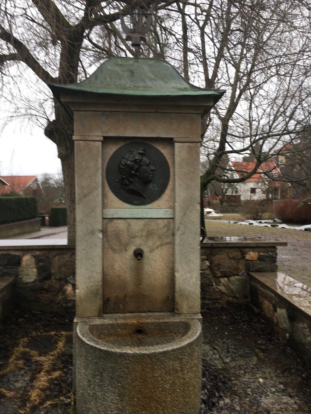 Bellmanskällan, Albin Brag, Algot Karlsson, Johan Tobias Sergel, staty Mälarhöjden