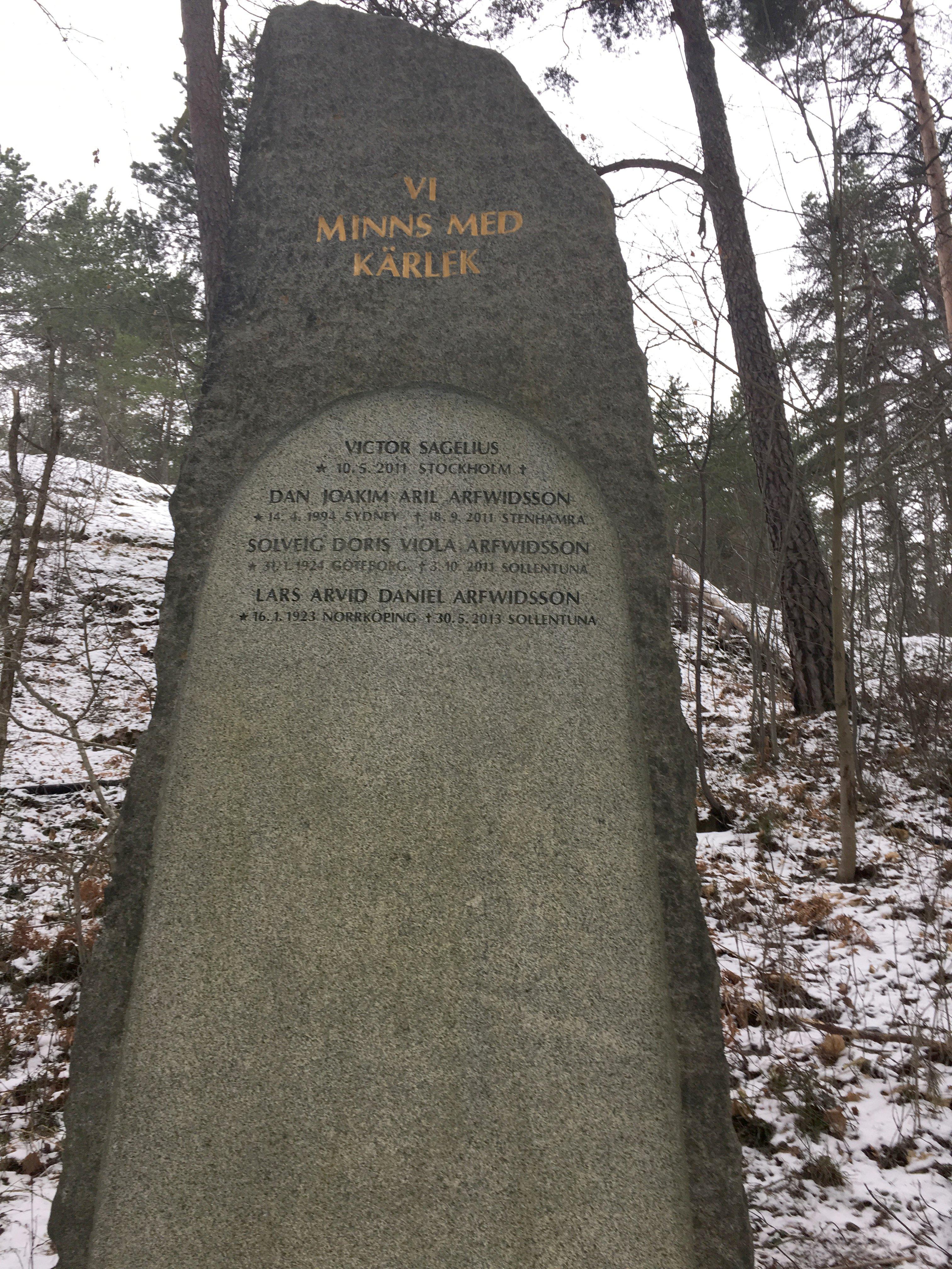 The River Spirit, Carl Eldh, skylt Norra Begravningsplatsen