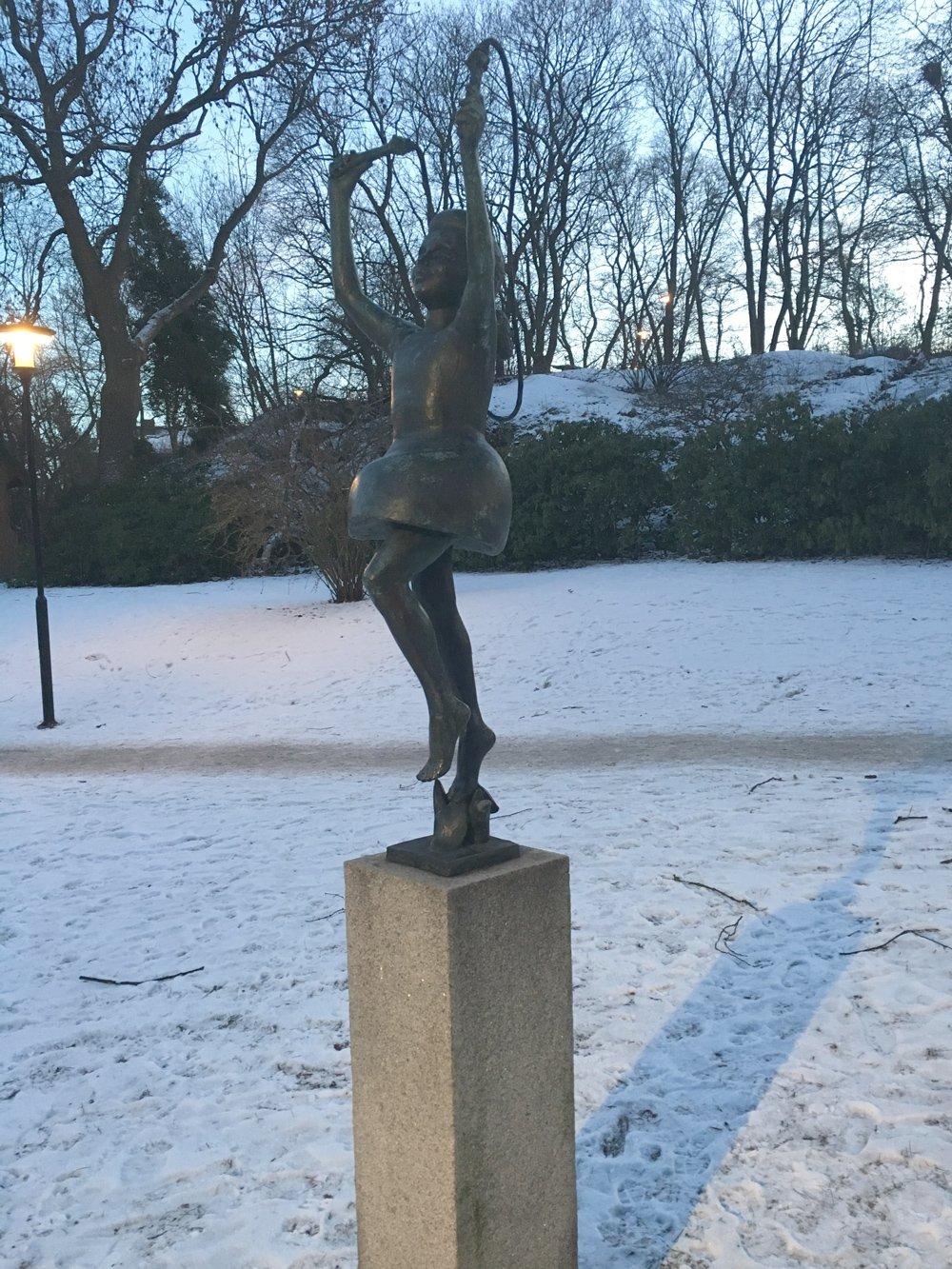 Flicka med hopprep, Clarence Blum, Högalidsparken