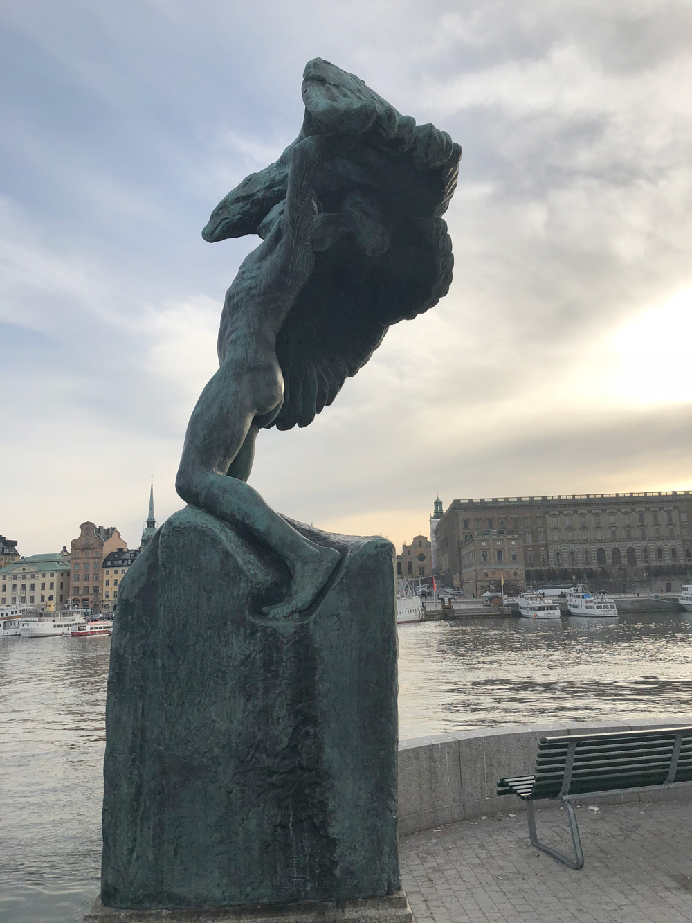 Vingar, Carl Milles, Skeppsholmsbron