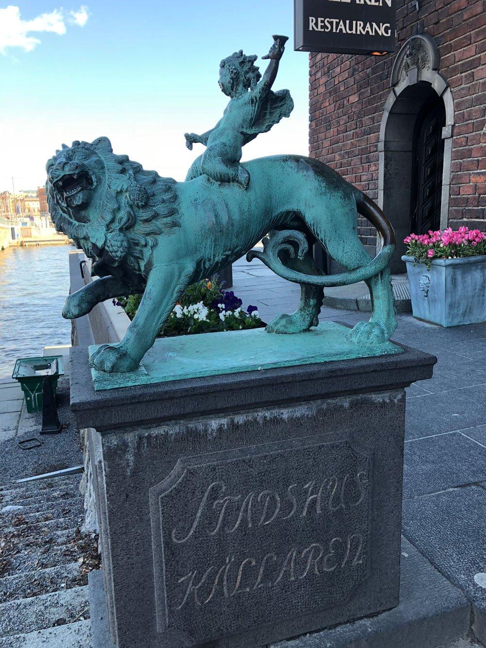 Bacchus ridande på lejon, Ansgar Almquist, Stadshuskällaren, Stadshuset, Kungsholmen