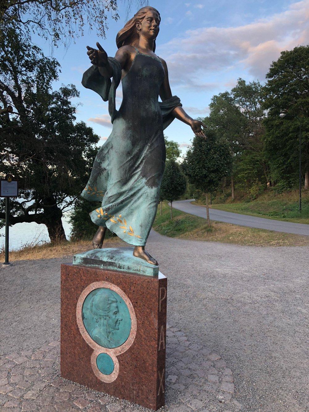 Kvinnan i fredsarbetet, Peter Linde, Djurgården