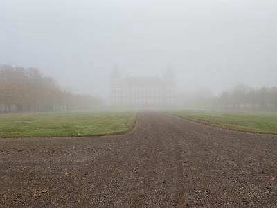 Skokloster i dimman