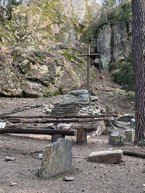 Klippkyrka längs Birgittavandringen.