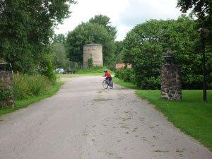 På väg ut från Dömle Herrgård.