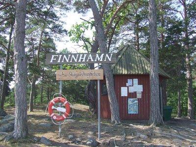 Vid bryggan i Finnhamn.