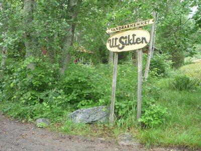 Skylt mot vandrarhemmet utsikten på Finnhamn.