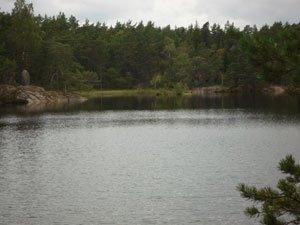 Sjön Trehörningen vid Ugglekojan i Paradiset.